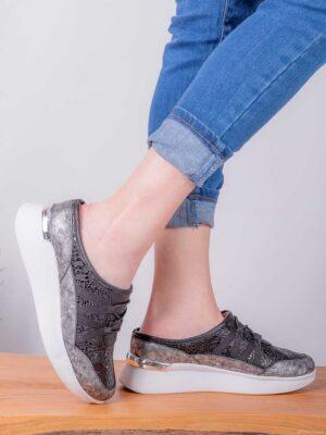 Zapatos de mujer de cuero. Zuecos bajos. Piscis Shoes.