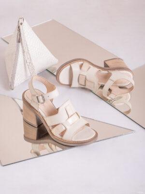 Zapatos de mujer de cuero. Sandalias altas. La Femme