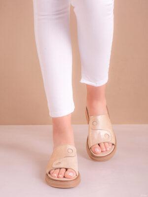 Zapatos de mujer de cuero. Zuecos. La Femme